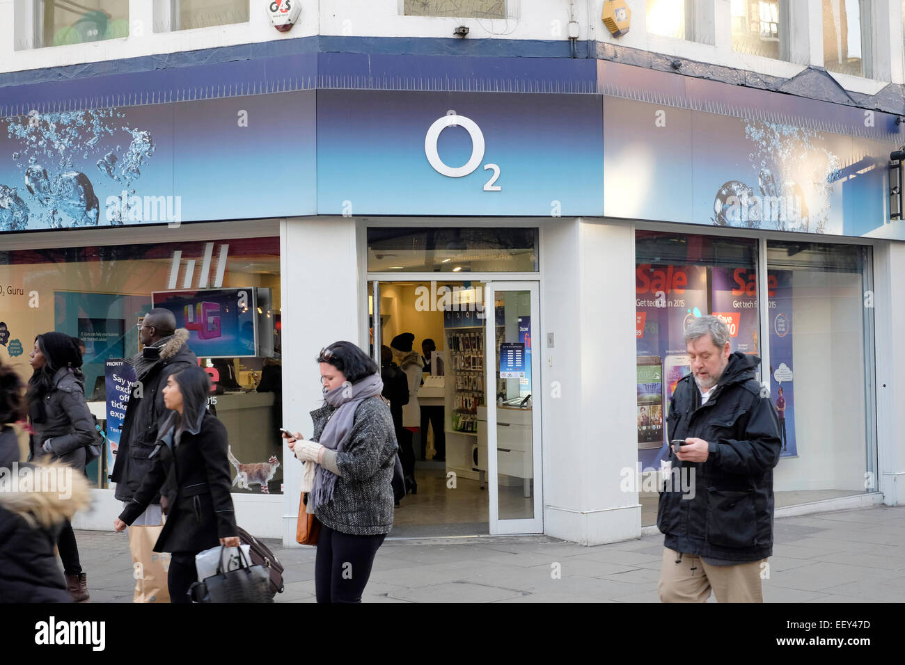 a general view of an o2 store shop on oxford street london stock photo 78042705 alamy. Black Bedroom Furniture Sets. Home Design Ideas