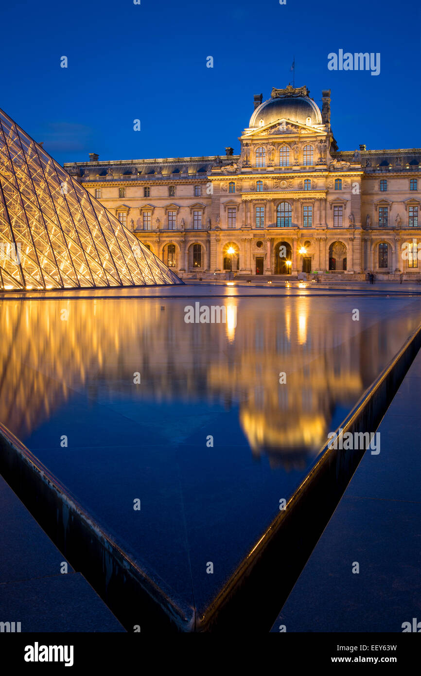 Twilight in the courtyard of Musee du Louvre, Paris France - Stock Image