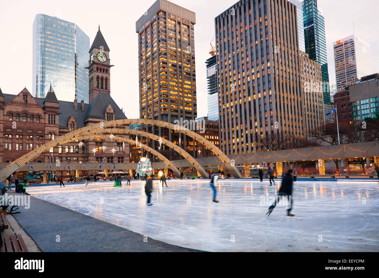 Christmas In Toronto Canada.Scatting Ring At Toronto City Hall At Christmas Time And