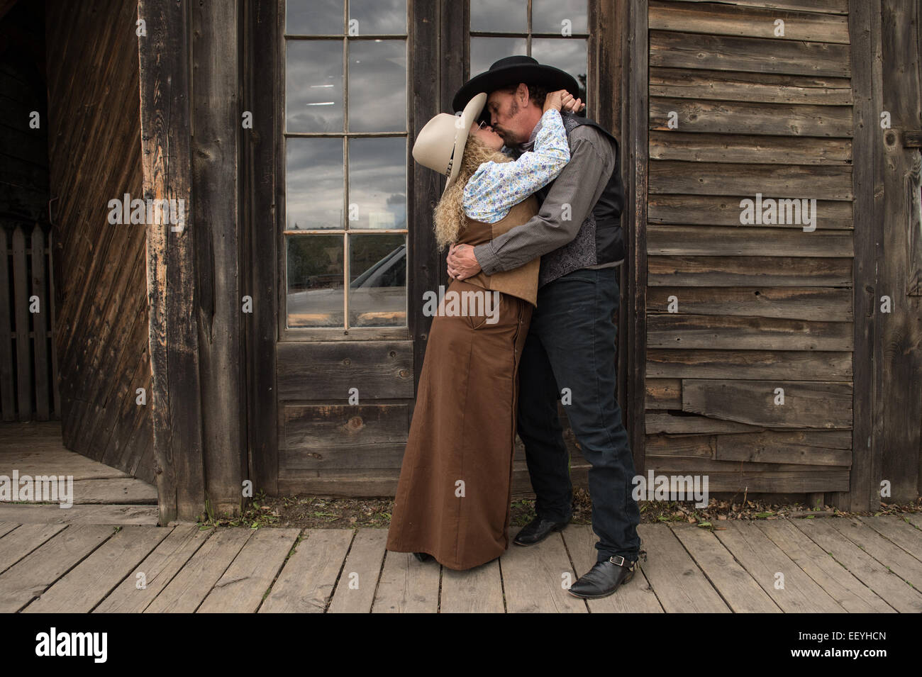 """Anthony """"Curly Two Guns"""" Pratt and his wife Judy """"Curly Montana"""" Amesbury take a break from minding their Virginia - Stock Image"""