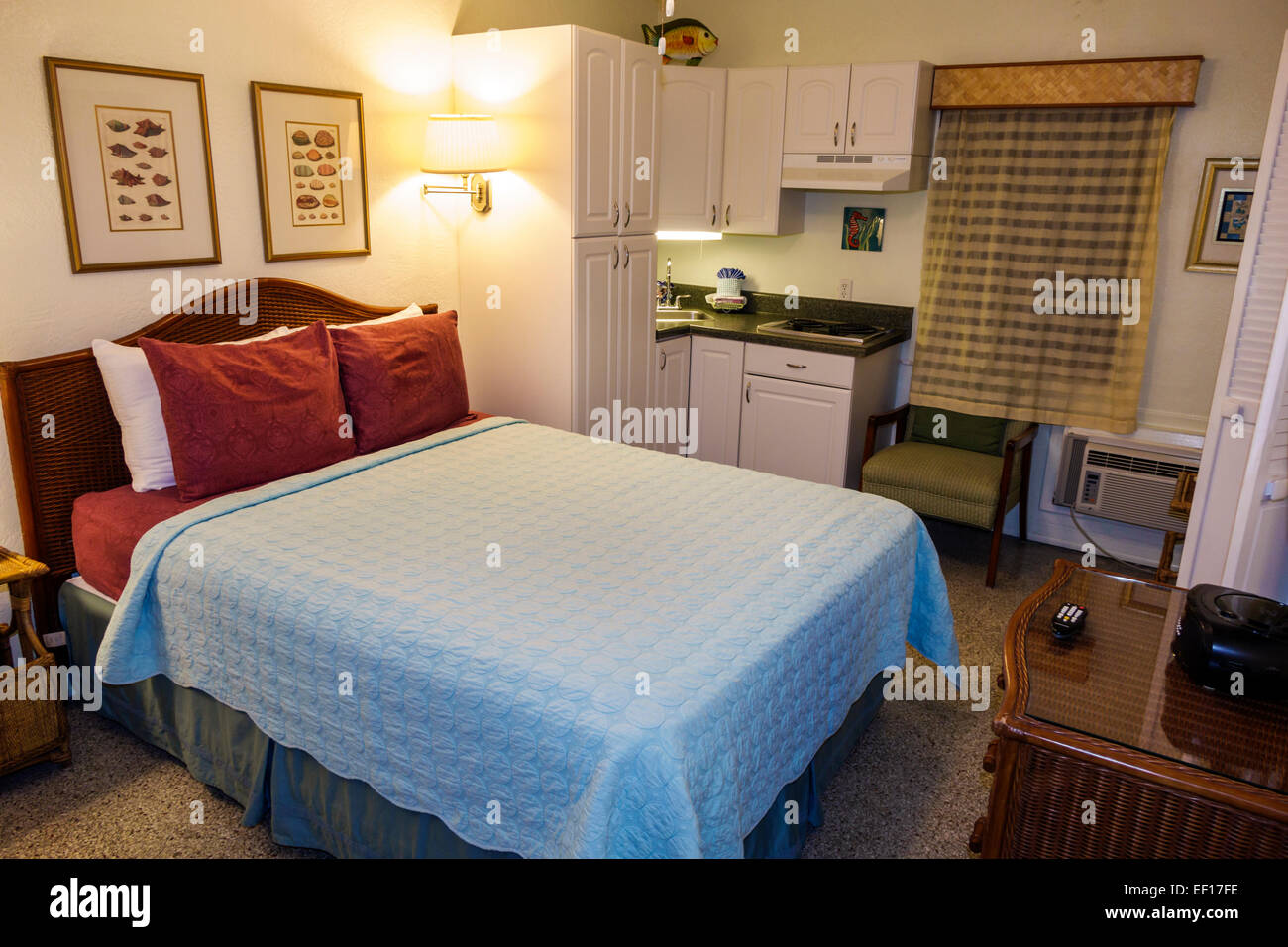 Hollywood Florida The Desoto Oceanview Inn motel hotel guest room king-size bed - Stock Image