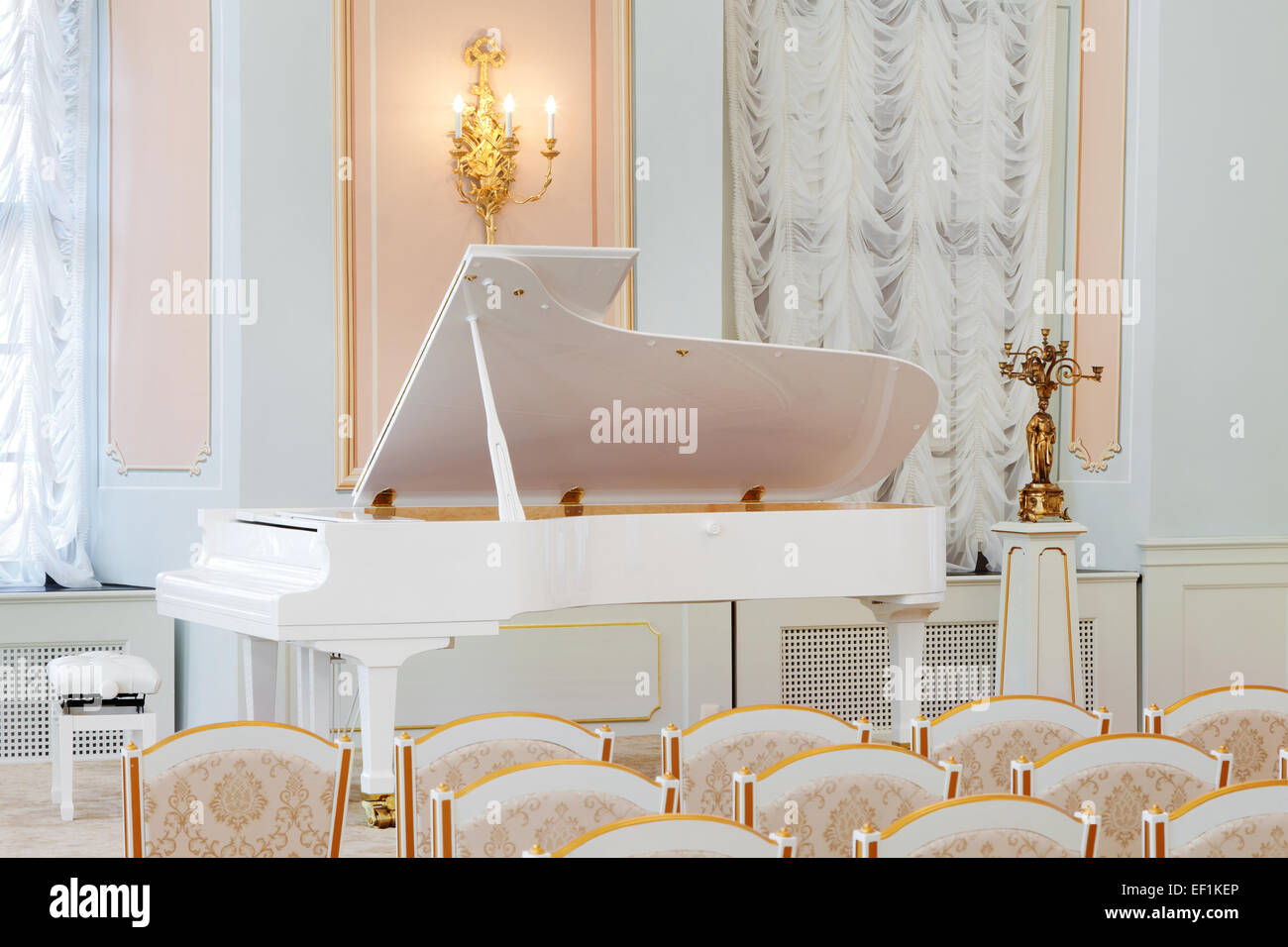 Grand Piano On Concert Stage Stock Photos & Grand Piano On Concert ...