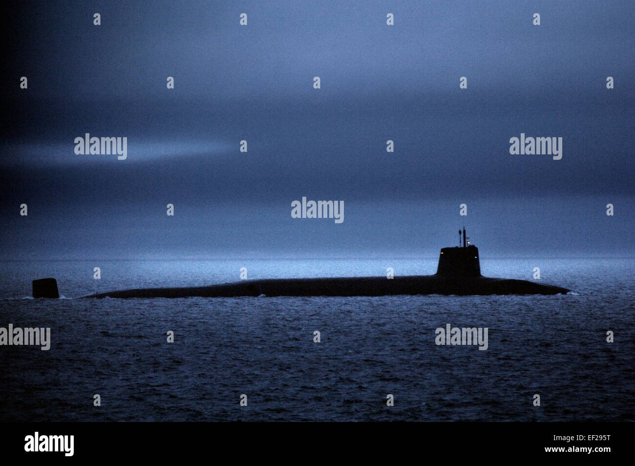 AJAXNETPHOTO. - 27 FEB, 2012. AT SEA.UK TERRITORIAL WATERS. HMS VENGEANCE ON SURFACE PASSAGE IN THE FIRTH OF CLYDE. - Stock Image