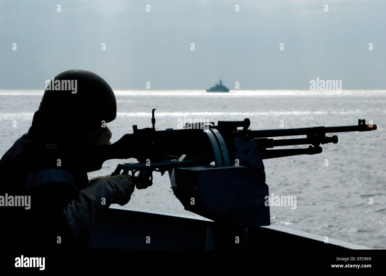 AJAXNETPHOTO - 2005 - ROYAL NAVY FOST TRAINING - A SAILOR ON THE BRIDGE OF THE FRIGATE HMS KENT ON THE DEFENSIVE - Stock Image
