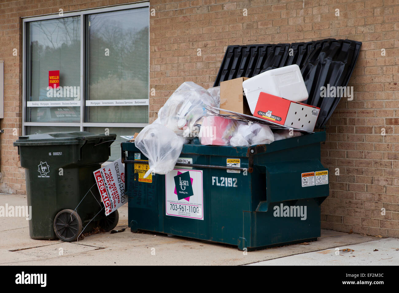 Overfilled rubbish bin - USA - Stock Image