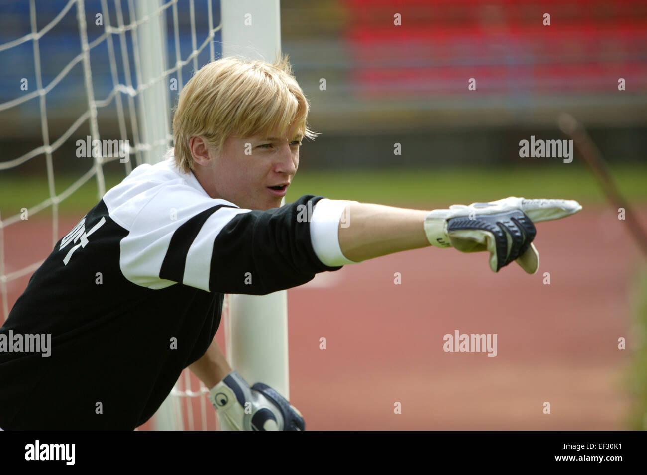 Fu?ball Fussball Spieler Spielszene Torwart Torhueter Keeper Gestik Anfeuern Anweisen Ballspiel Mannschaftssport - Stock Image