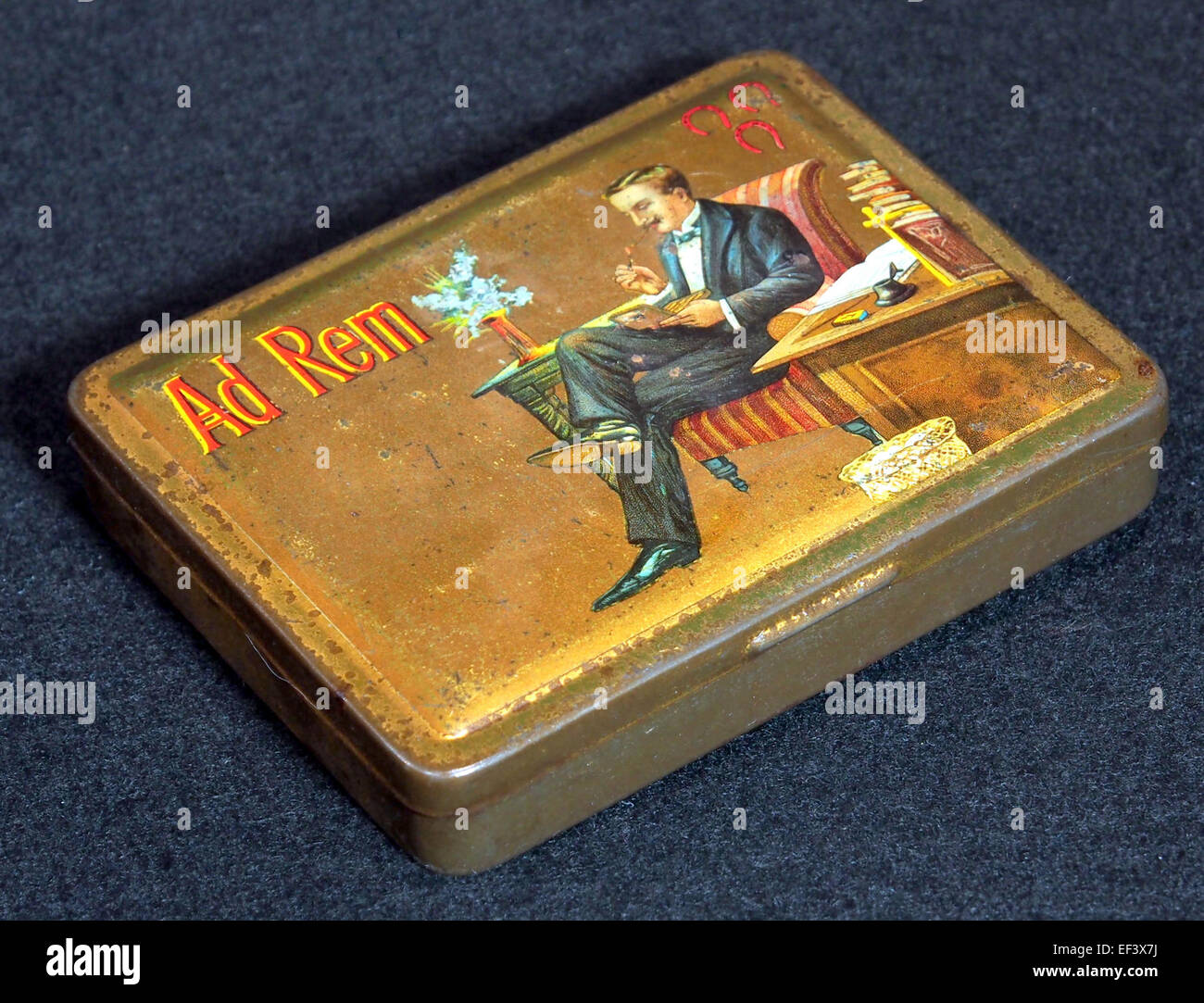 Ad Rem sigarenblikje, foto 2 - Stock Image