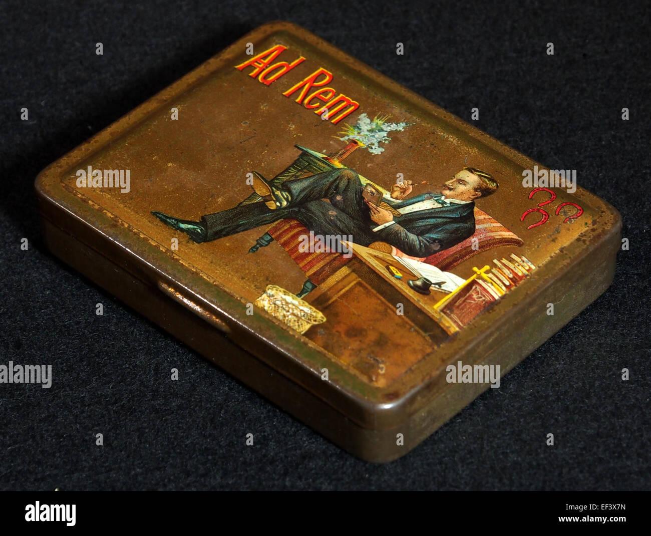 Ad Rem sigarenblikje, foto 3 - Stock Image