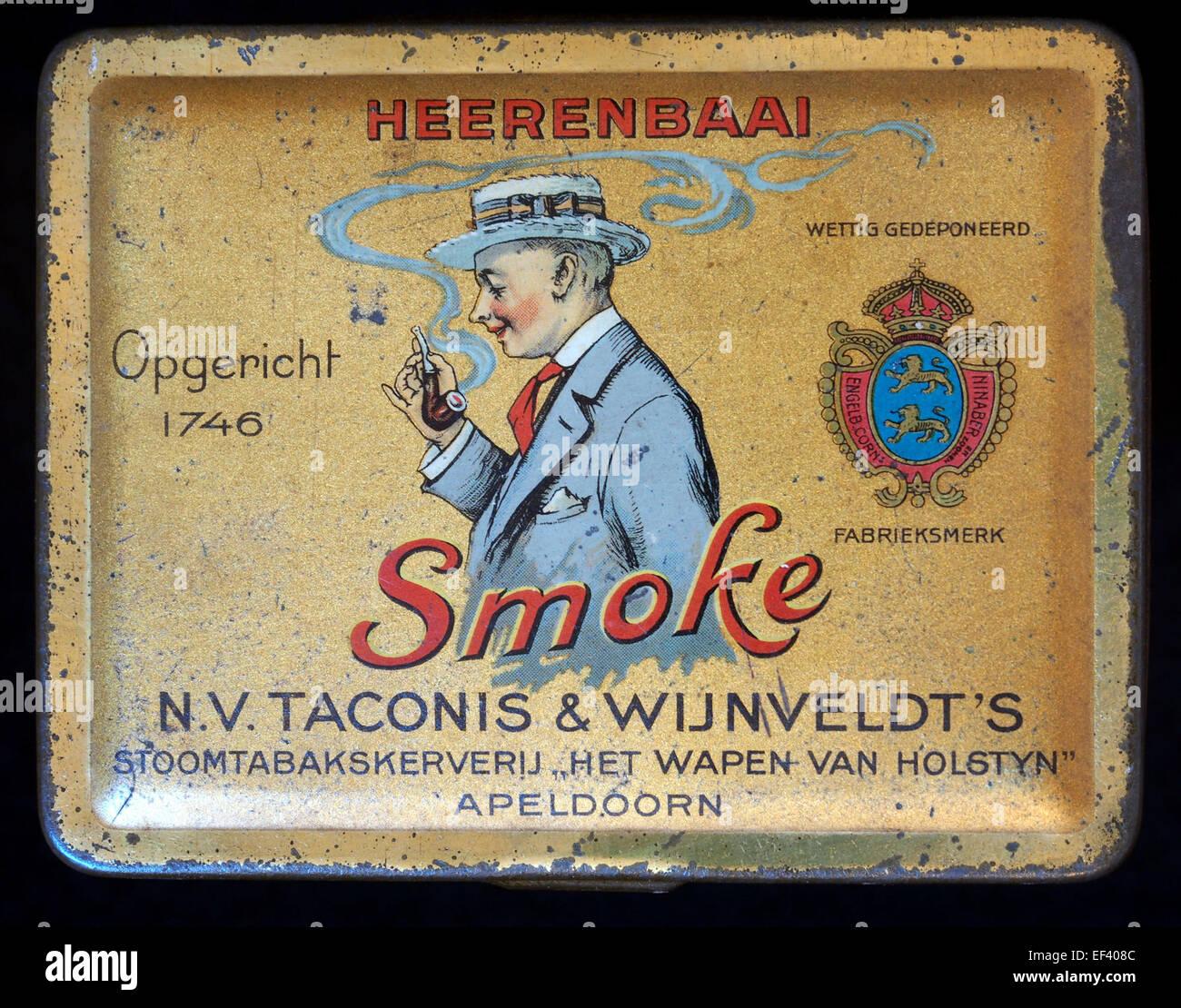 Smoke Heerenbaai, NV Taconis & Wijnveldts tabaksblikje - Stock Image
