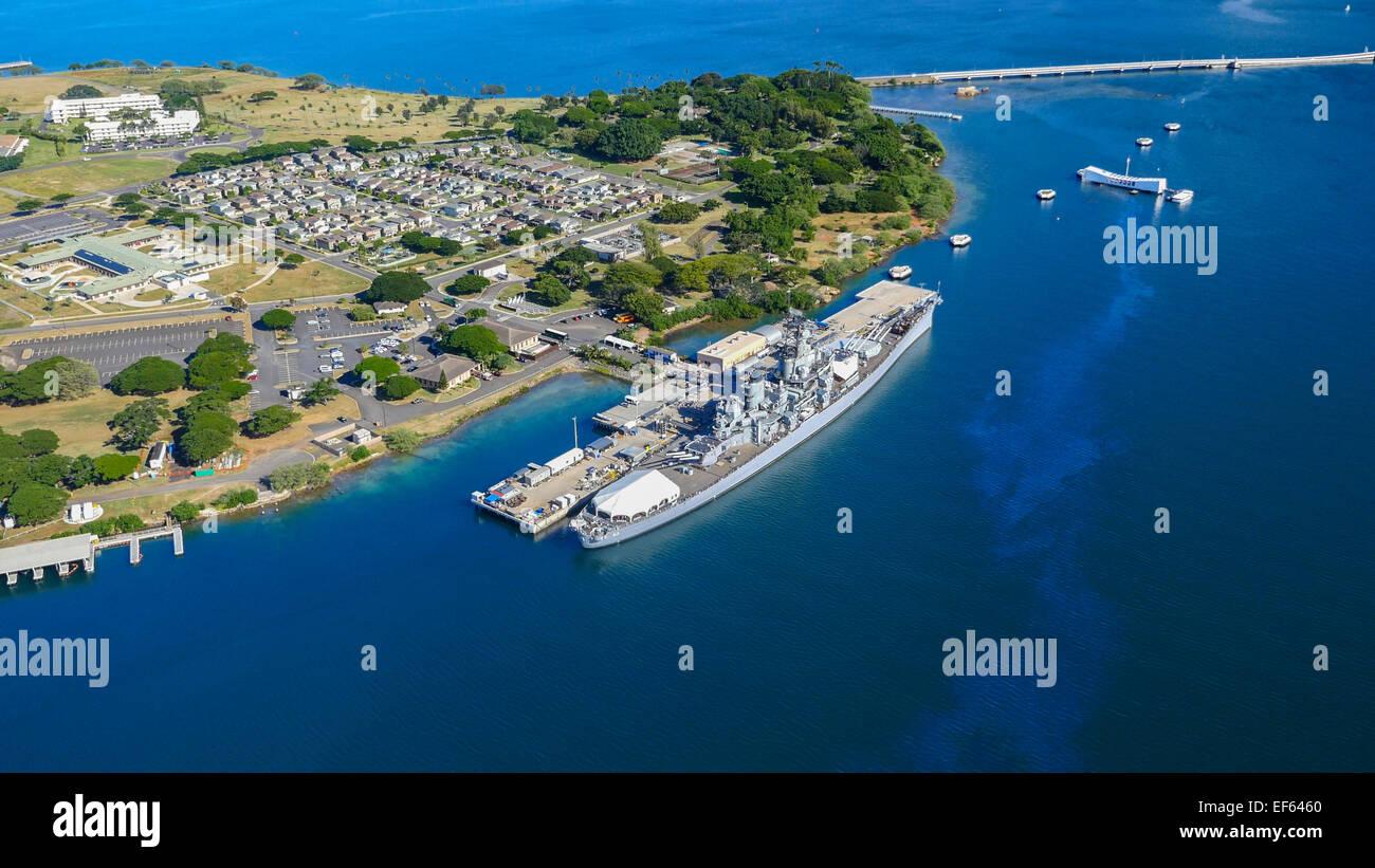 Pearl Harbor Oahu >> Uss Missouri And Uss Arizona Pearl Harbor Oahu Hawaii Stock Photo