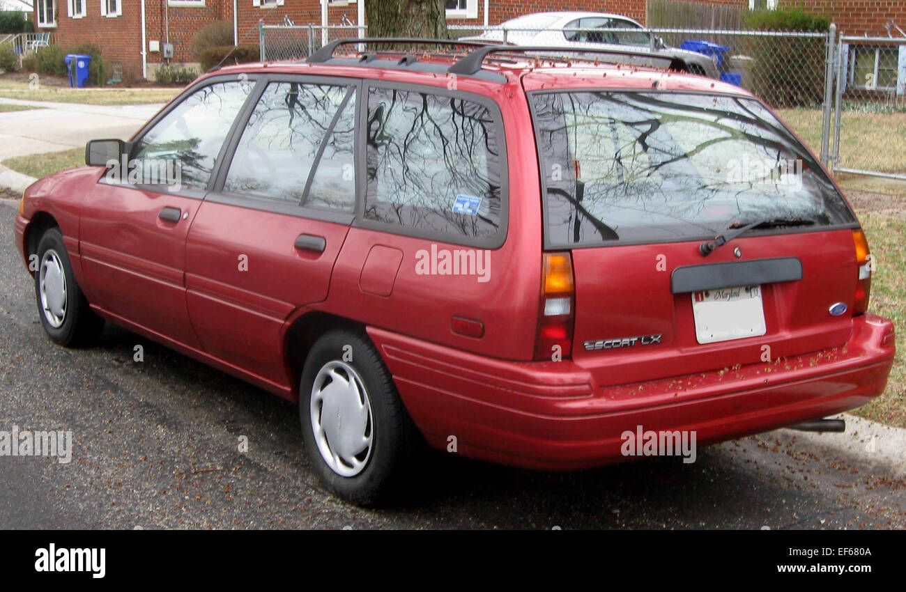 ford escort van high resolution stock photography and images alamy https www alamy com stock photo 1994 ford escort lx wagon 78199306 html