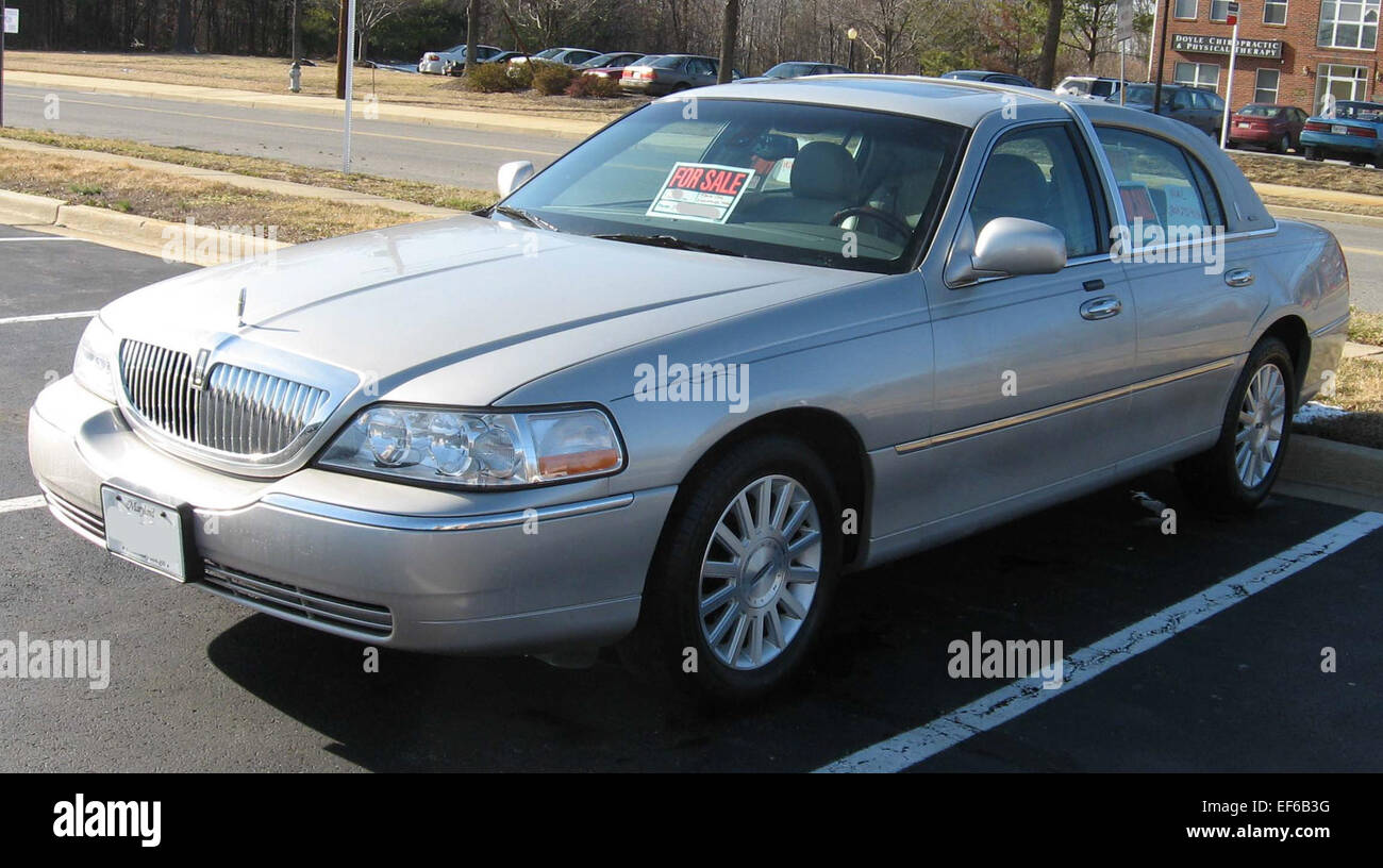 2003 Lincoln Town Car Signature 2
