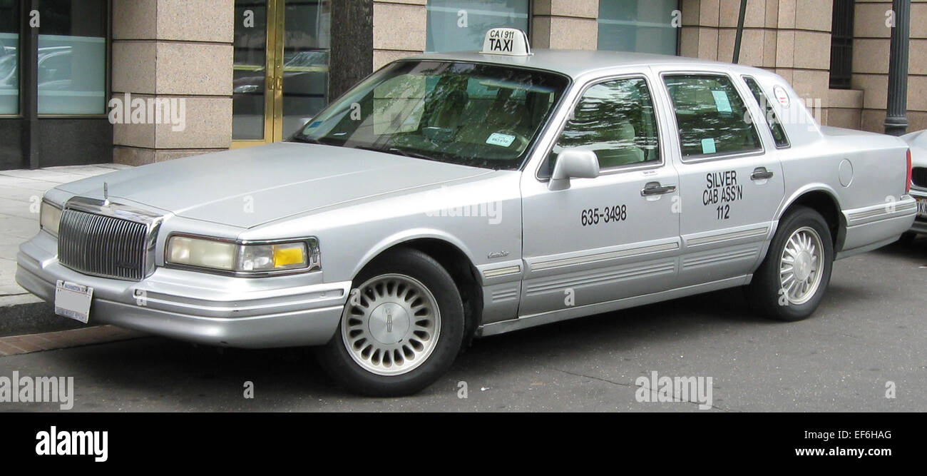 95 97 Lincoln Town Car Taxi Stock Photo 78206648 Alamy