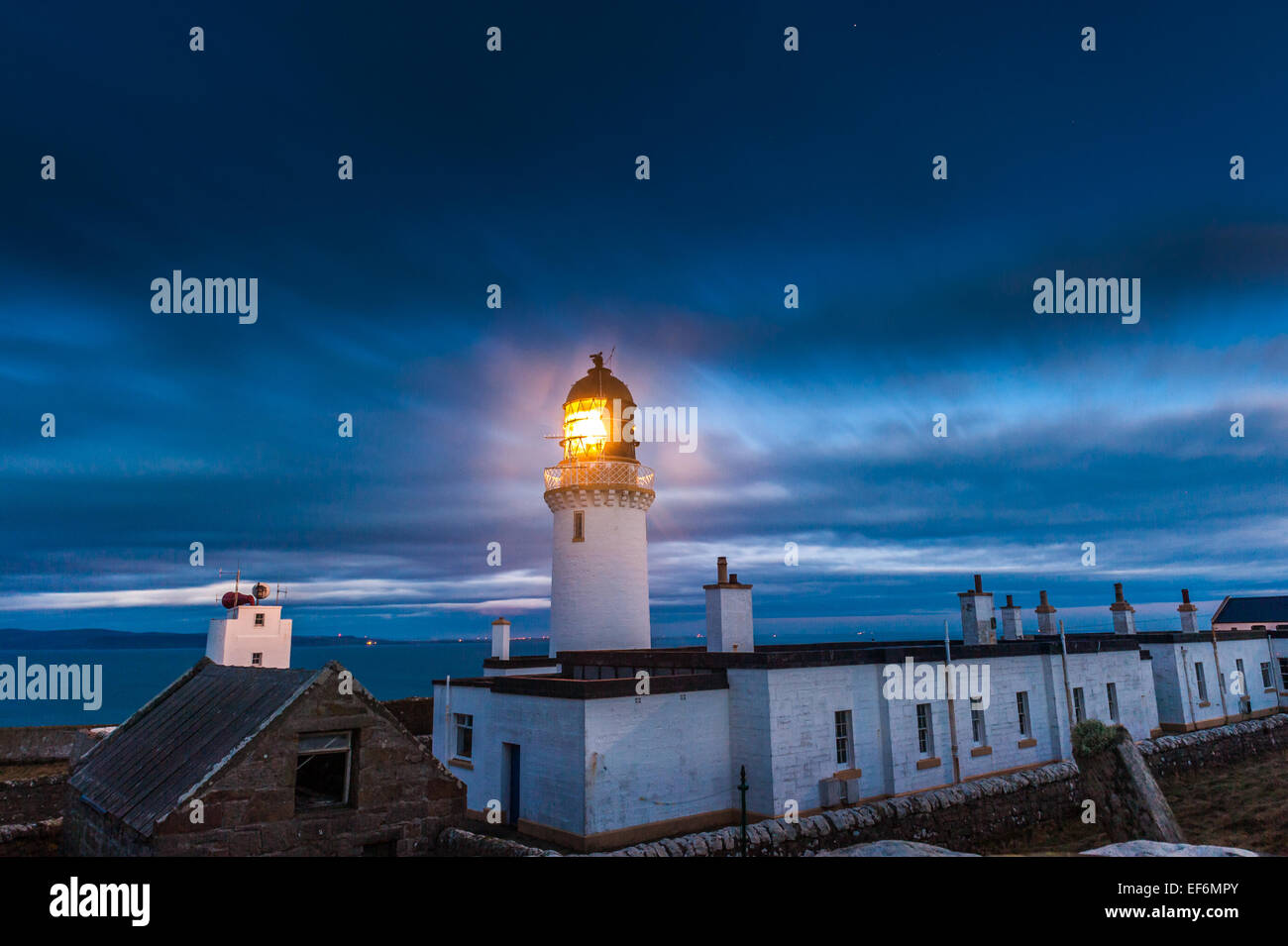Dunnet Head Lighthouse, the most northerly point of the UK mainland at dusk with Scarpa Flow in background - Stock Image