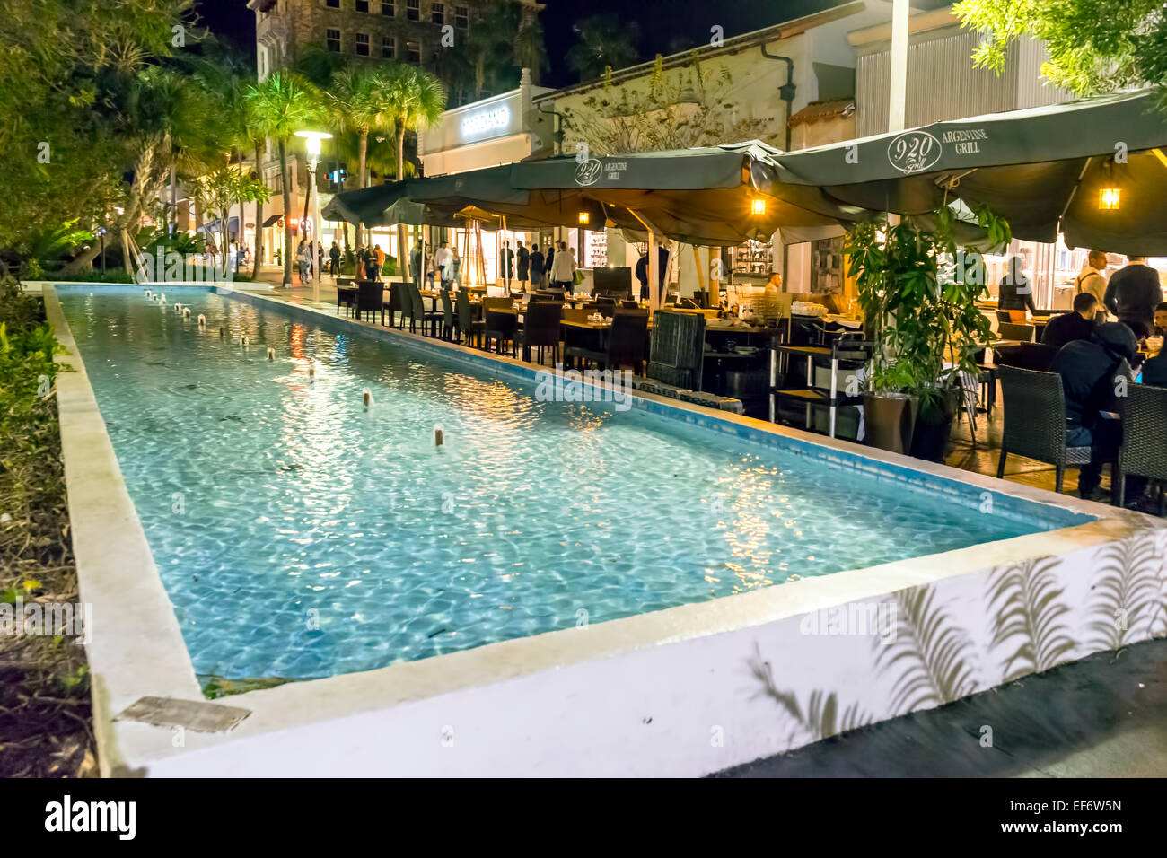 People dining next to public fountain and pool at 920 Argentine grill along the Lincoln Road Mall on Miami Beach, Stock Photo