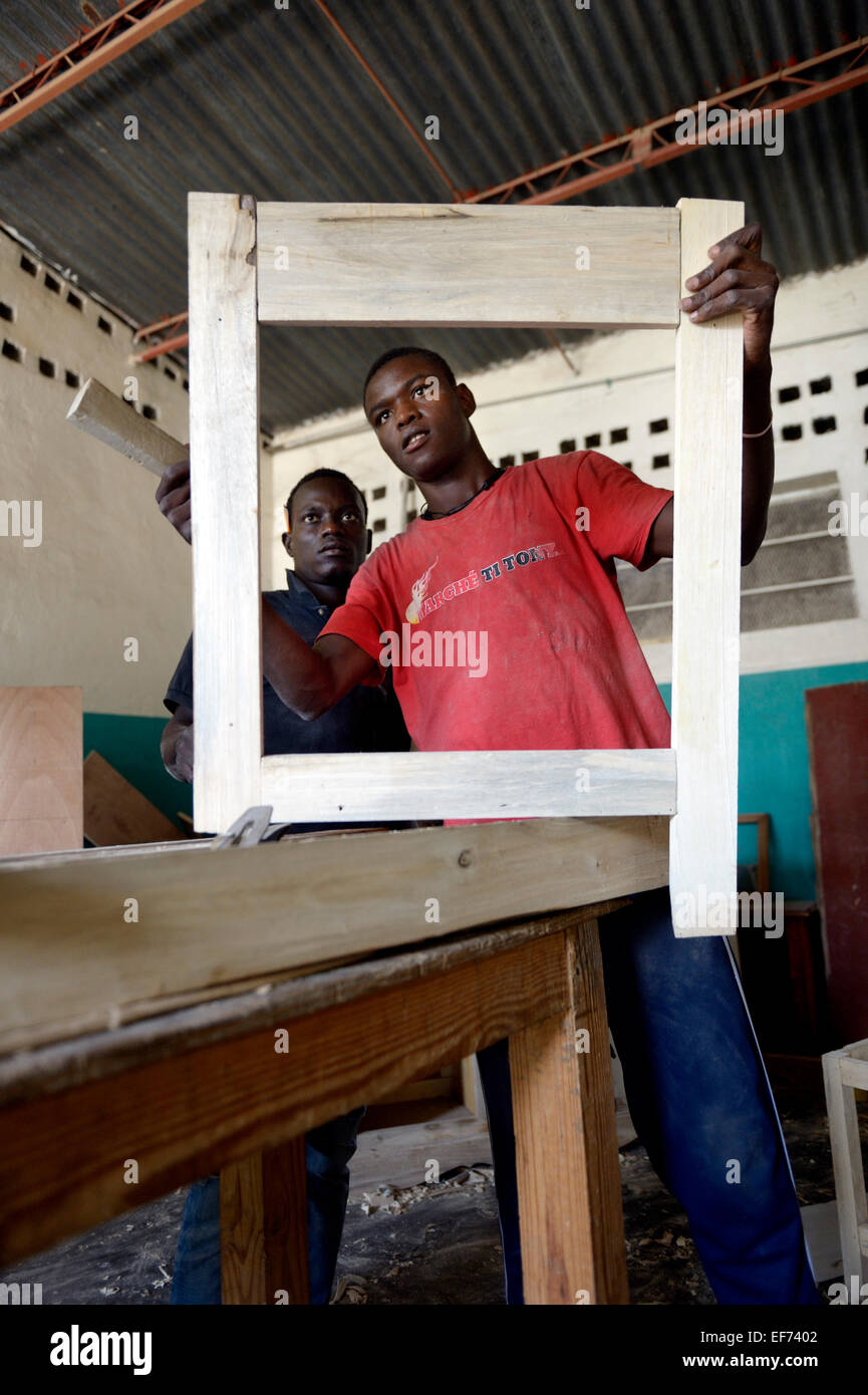 Young men receiving free training to work as carpenters, Salesian Missions, Salesian project Lakou, La Saline quarter - Stock Image