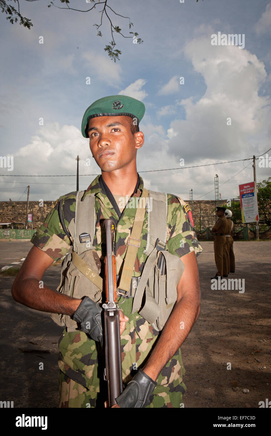 SRI LANKAN SOLDIER AT GALLE FORT WITH GUN - Stock Image