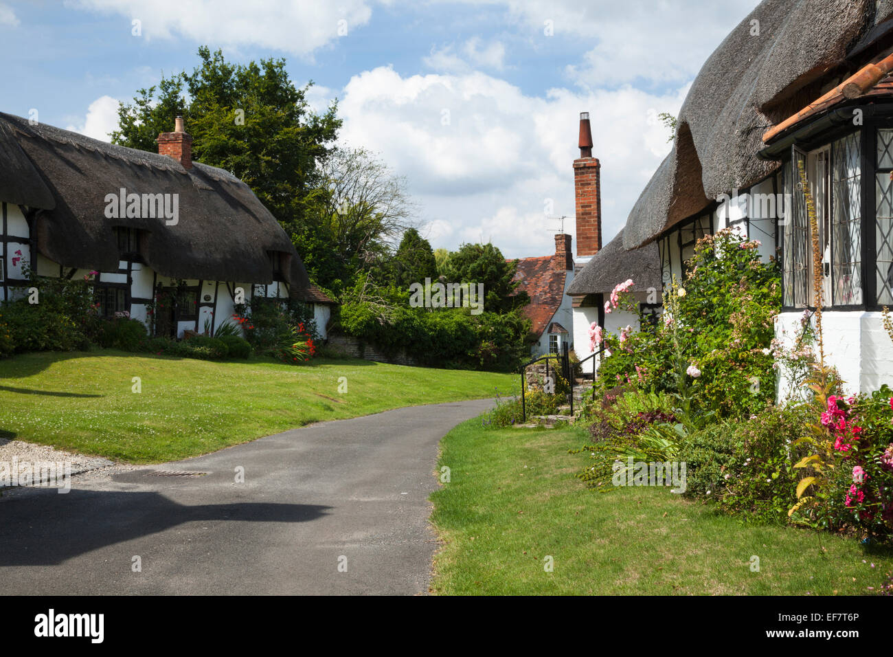 Traditional timber-framed and thatch cottages in Boat Lane, Welford-on-Avon, Warwickshire, England - Stock Image