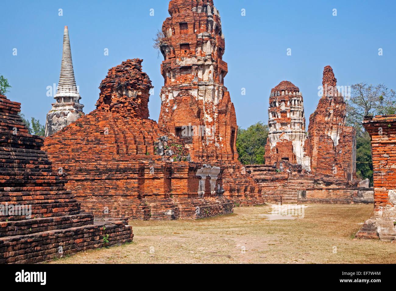 Ruined Buddhist stupas at Wat Mahathat in the Ayutthaya Historical Park, Thailand - Stock Image