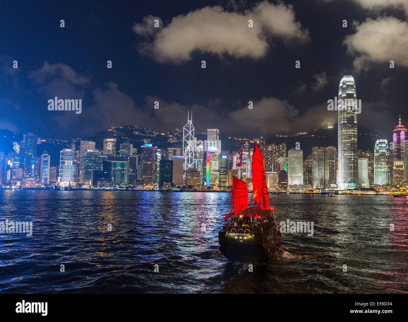 Night view of Victoria Harbour Hong Kong with junk - Stock Image