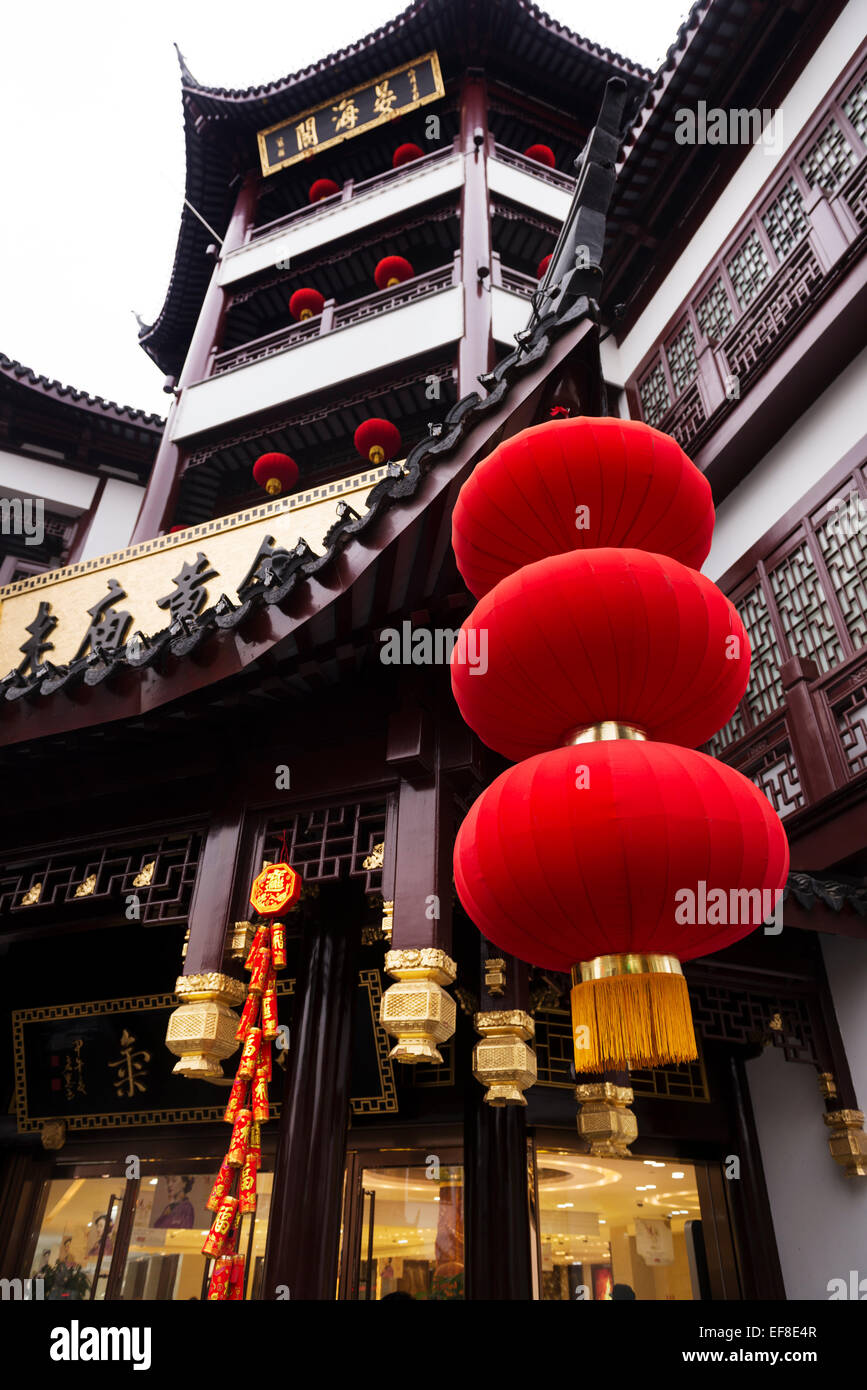 Red lanterns and traditional architecture details of the Old Town of Shanghai, China - Stock Image