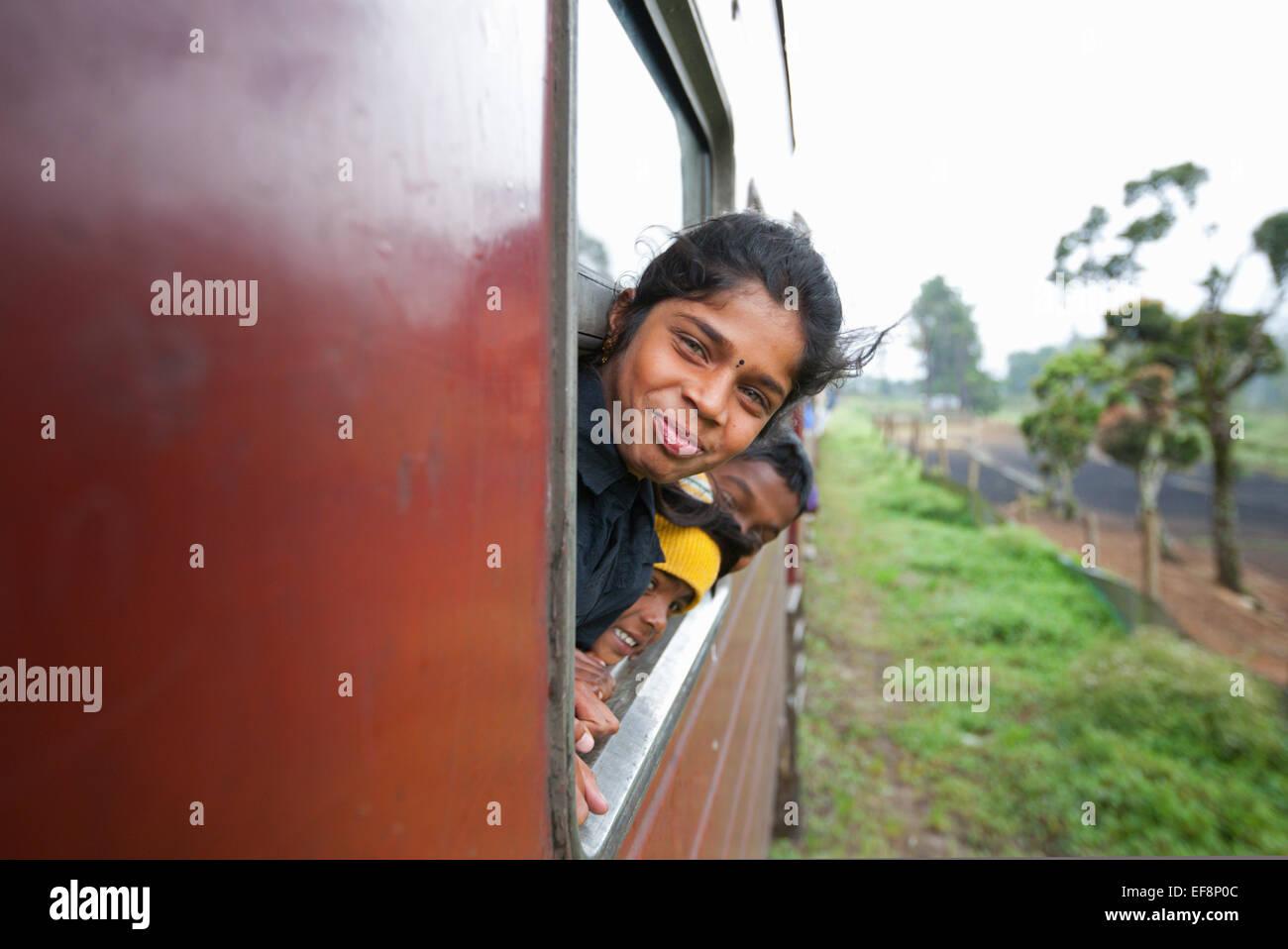 sri lankan girl stock photos & sri lankan girl stock images - alamy