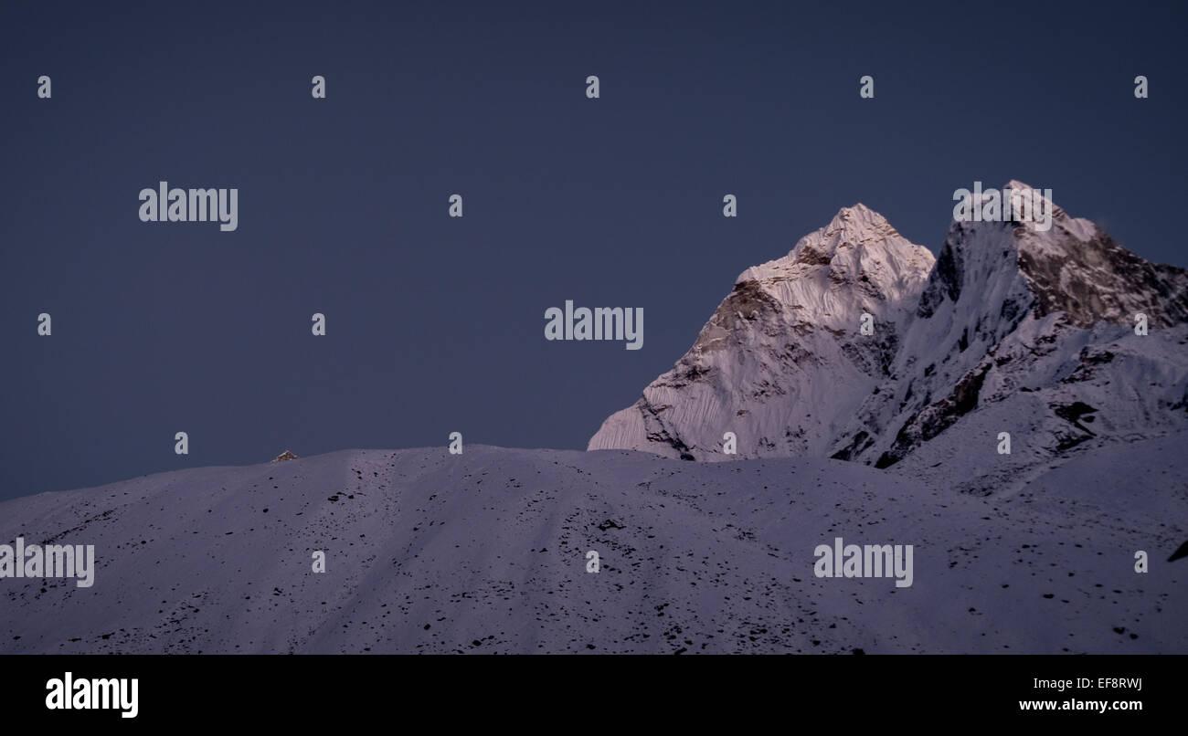 Nepal, Sagarmatha National Park, View of Ama Dablam peak at twilight - Stock Image