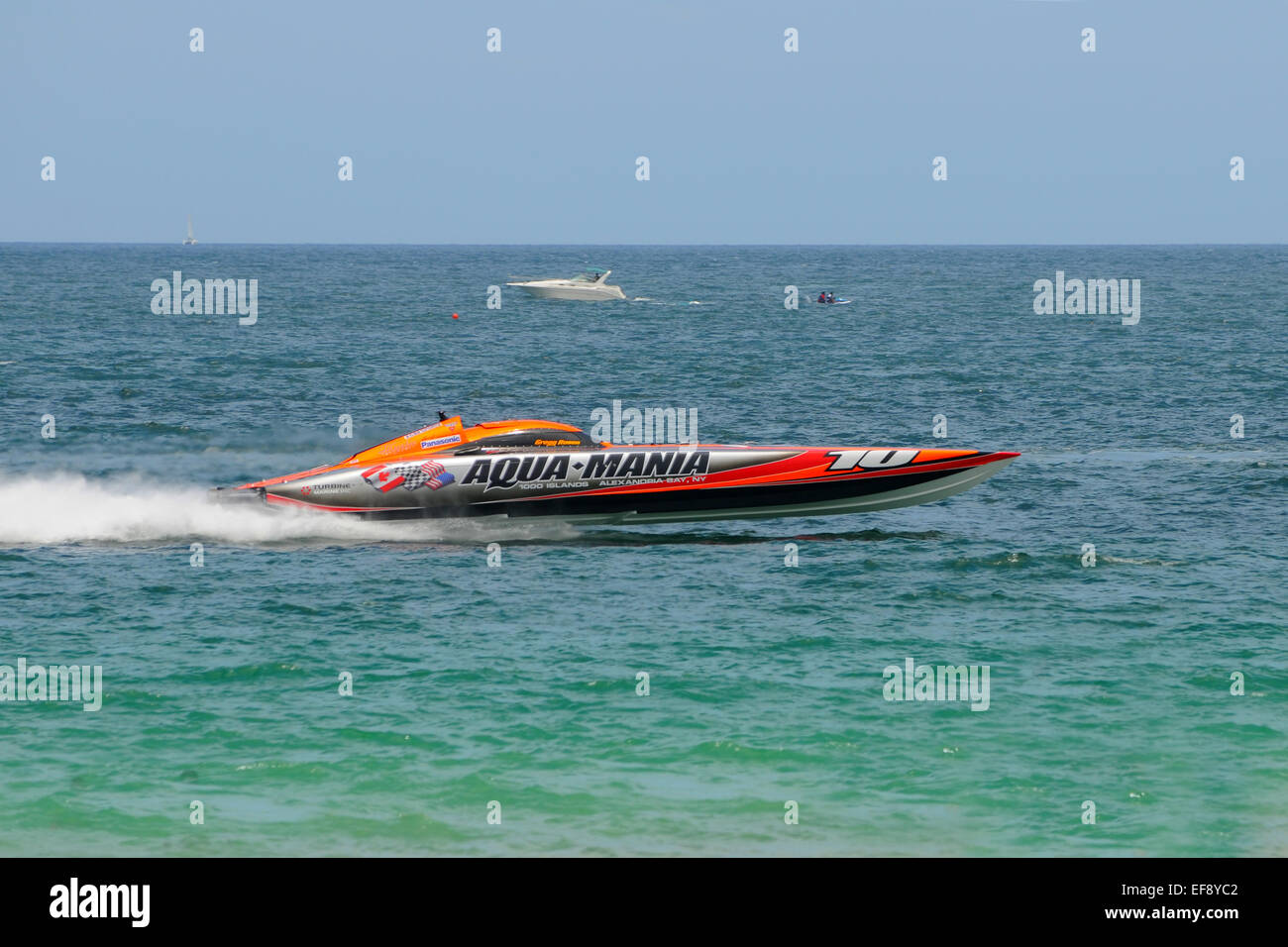 Fort Lauderdale, FL - June 7, 2009: Panasonic Fort Lauderdale Offshore race in choppy waters - Stock Image