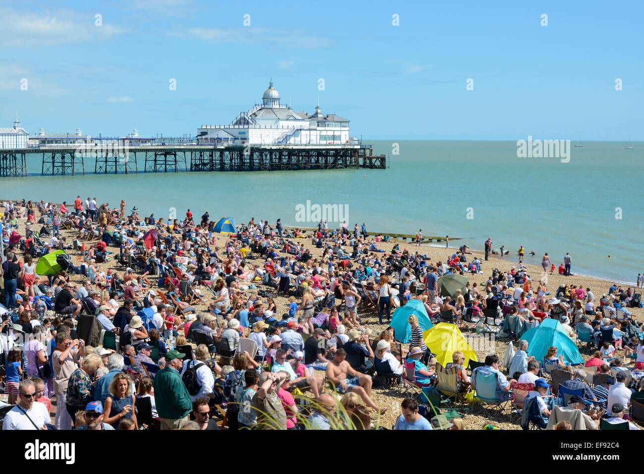 Eastbourne Air Show >> Crowds On Beach At Eastbourne Airshow East Sussex England Stock
