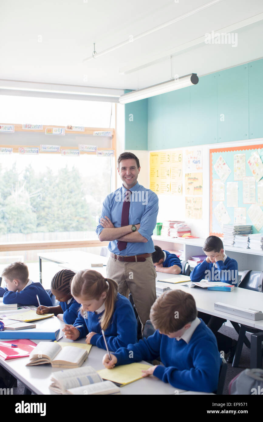 Teacher and primary school children in classroom during lesson - Stock Image