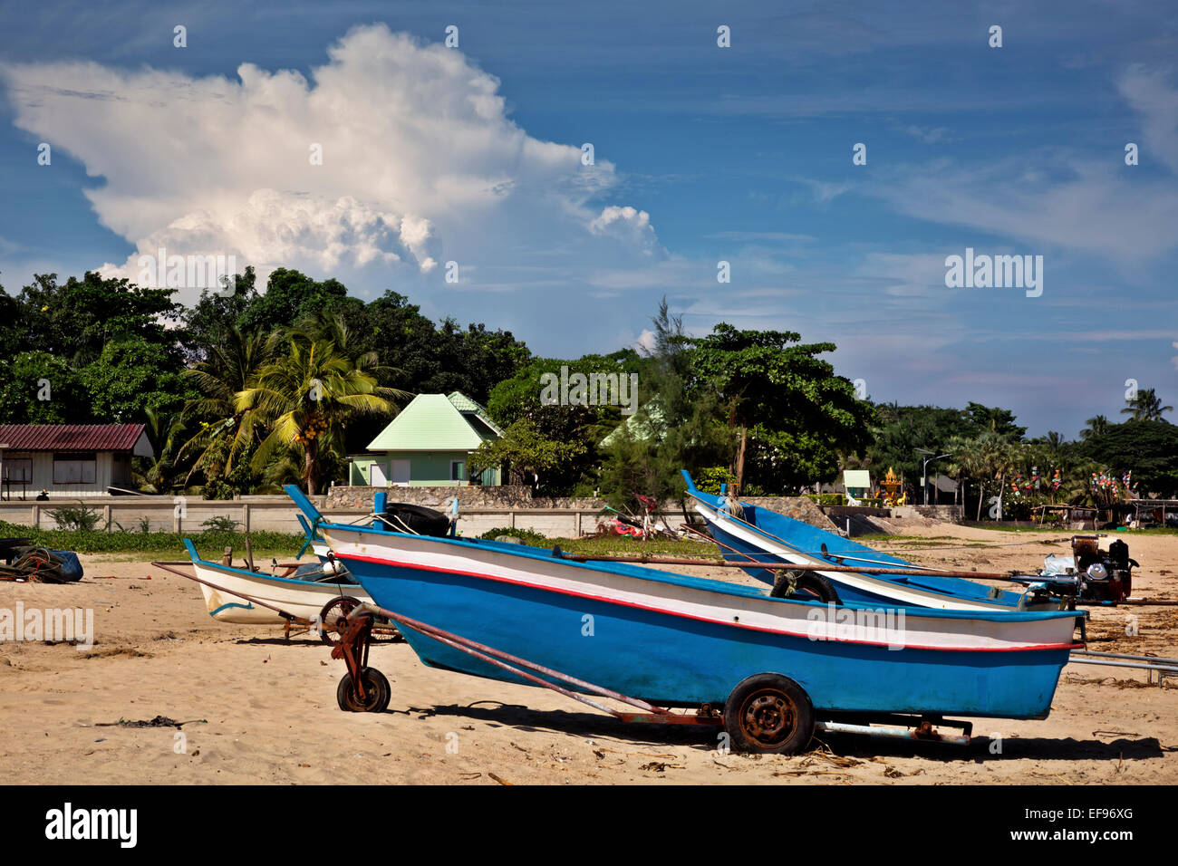 TH00384-00...THAILAND - Storm cloud rising above the beach at Hat Chao Samran. - Stock Image