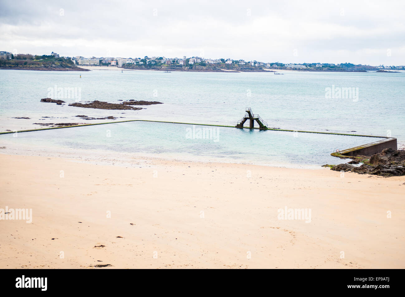 Open air seawater swimming pool on Bon Secours beach, in front of the walled city of Saint Malo, Ille-et-Vilaine, - Stock Image