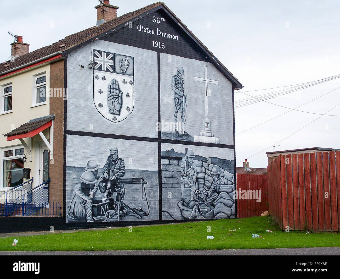 Mural on a gable wall in Belfast commemorating the 36th Ulster Division from the WW1 battle at Thiepval. - Stock Image