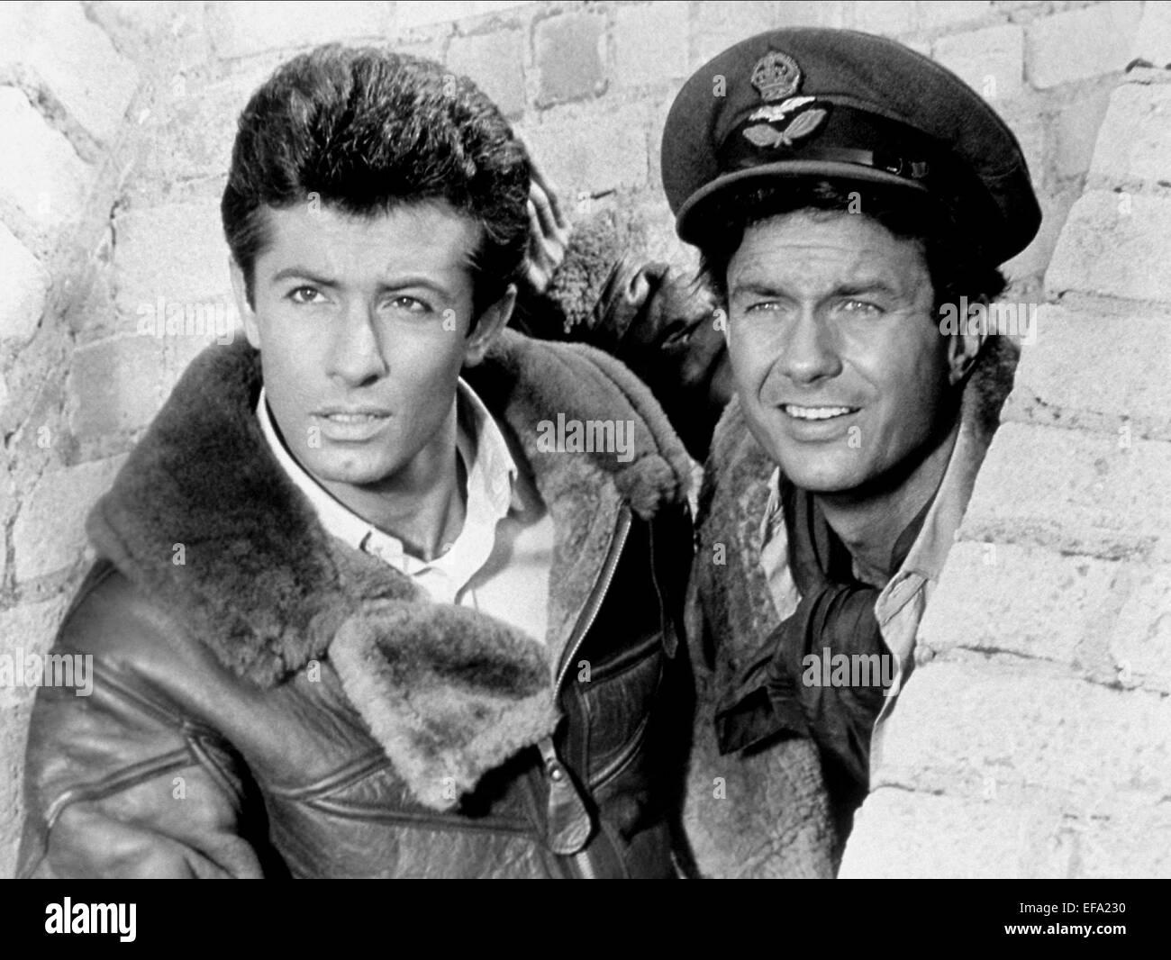 GEORGE CHAKIRIS & CLIFF ROBERTSON 633 SQUADRON (1964)