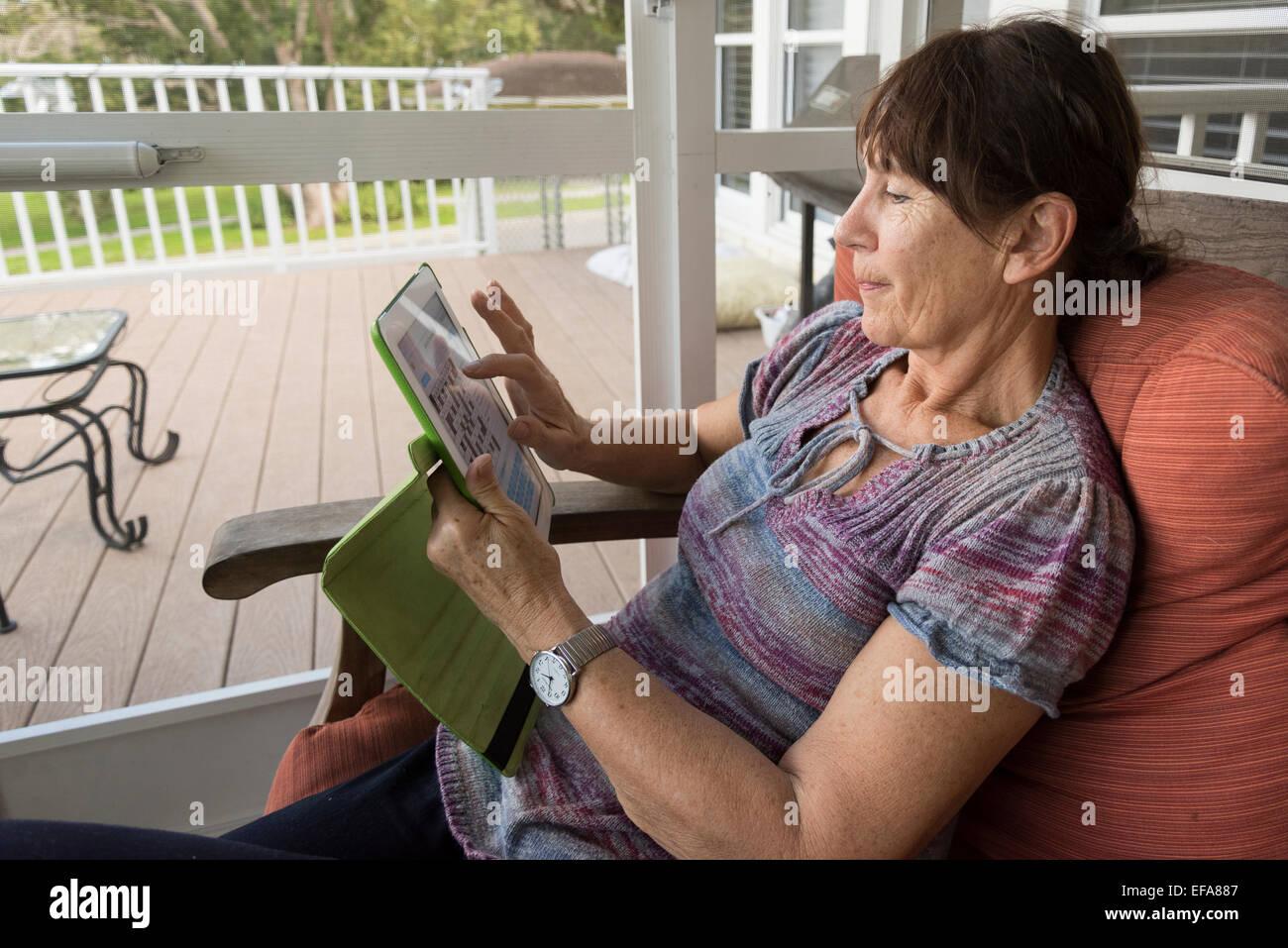 senior citizen using ipad - Stock Image