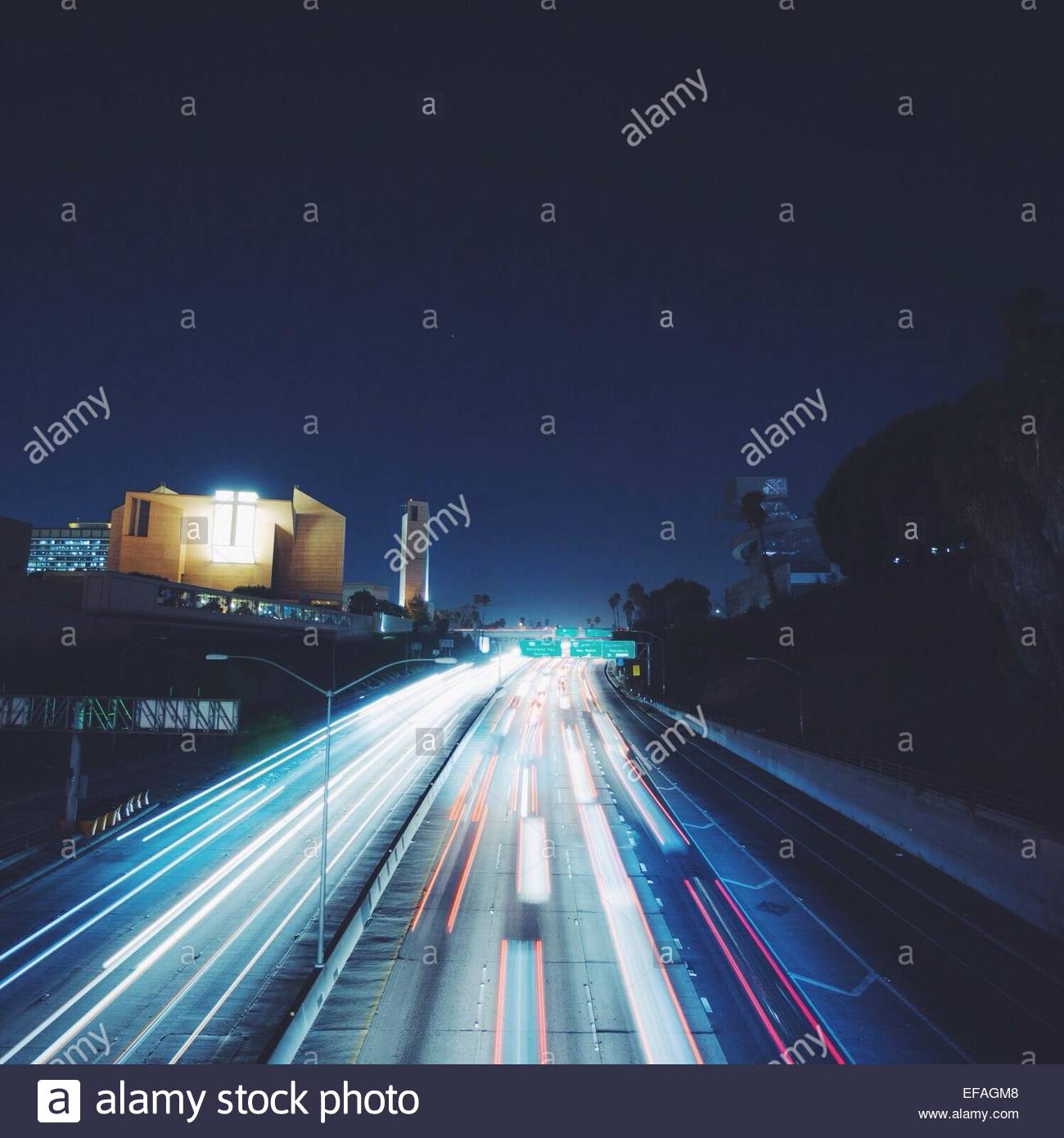 Busy highway at night - Stock Image