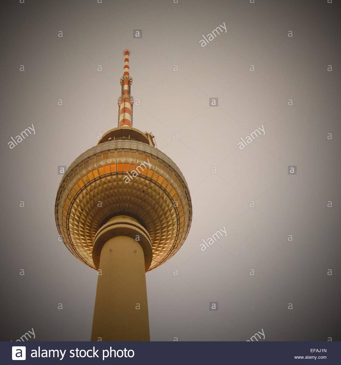 Upward view of communications tower - Stock Image