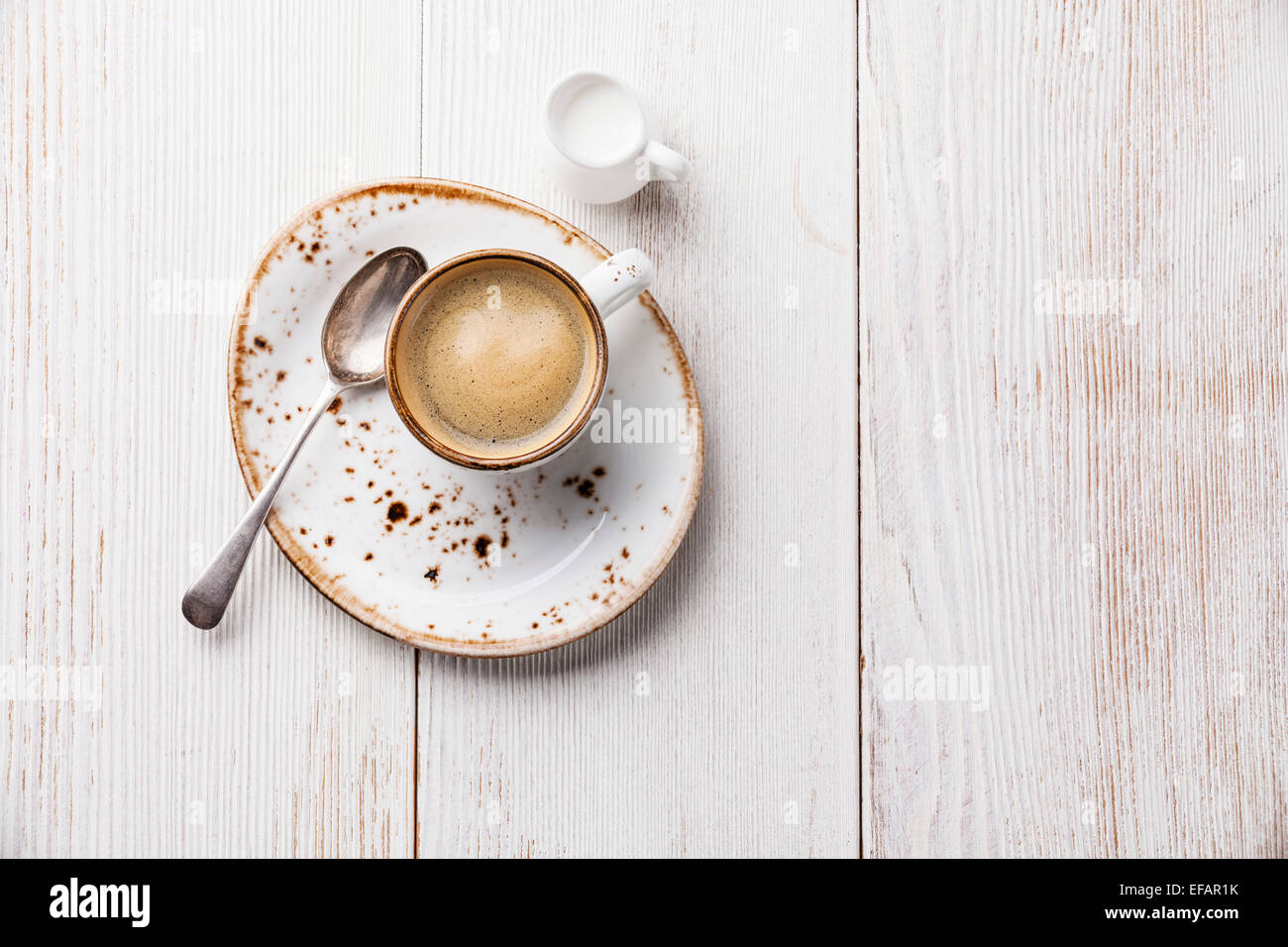 Coffee cup on white wooden background - Stock Image