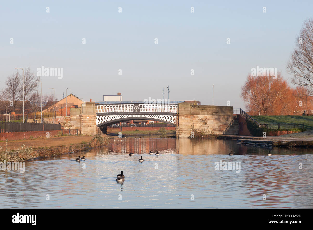 A bridge crosses the Leeds and Liverpool Canal near Stanley Dock in Liverpool Stock Photo