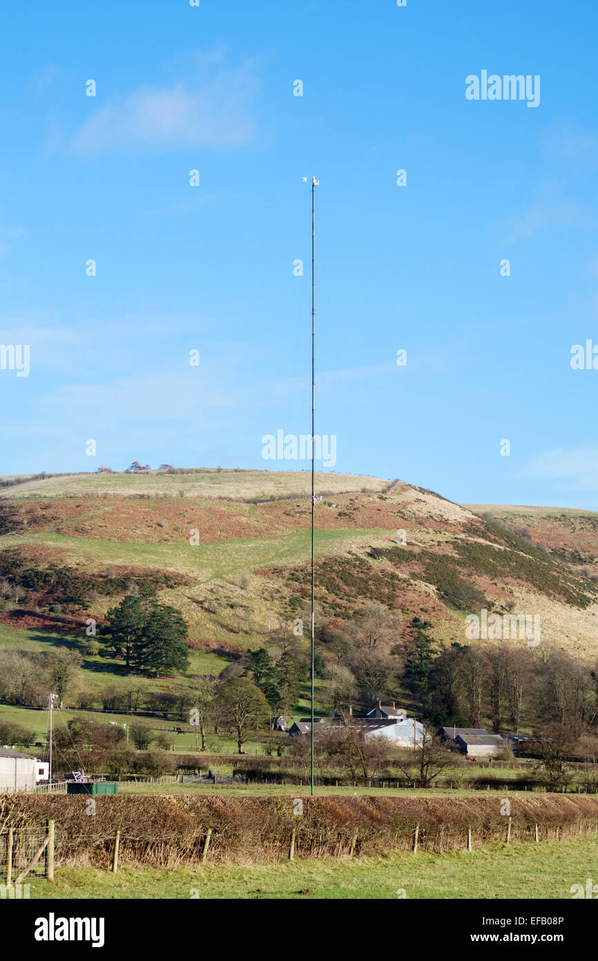 Near Knighton, Powys, Wales, UK. A wind speed monitoring mast, to check the area's suitability for a wind turbine - Stock Image