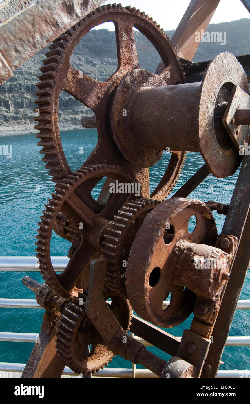 gear gears cog cogs mesh meshing meshed box boxes gearbox gearboxes ratio  mechanical advantage teeth tooth geared - Stock Image