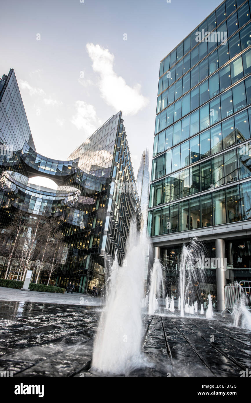 Contemporary glass offices near City Hall London - Stock Image