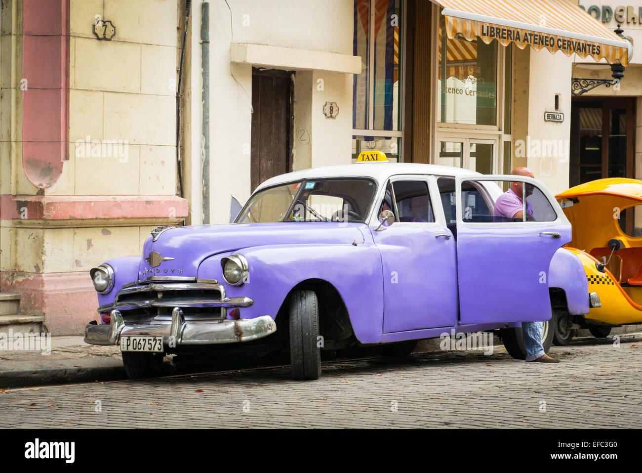Cuba Old Havana Park Parque Albear mauve purple blue convertible drophead Plymouth classic veteran US American car - Stock Image