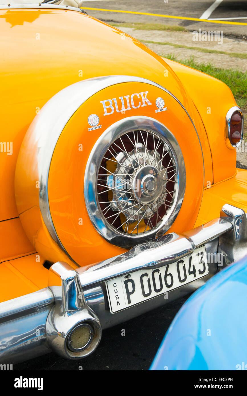 Cuba Havana Habana Nuevo Vedado Plaza de la Revolucion Revolution old classic vintage 1950's American car yellow - Stock Image