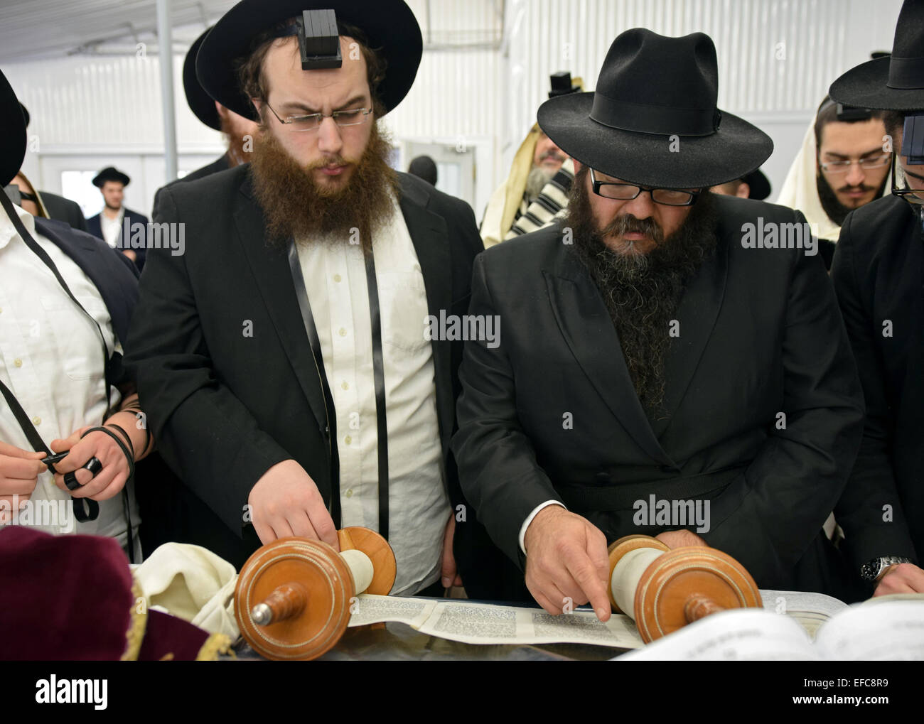 Torah reading during a morning prayers at the Ohel synagogue in Queens, New York - Stock Image