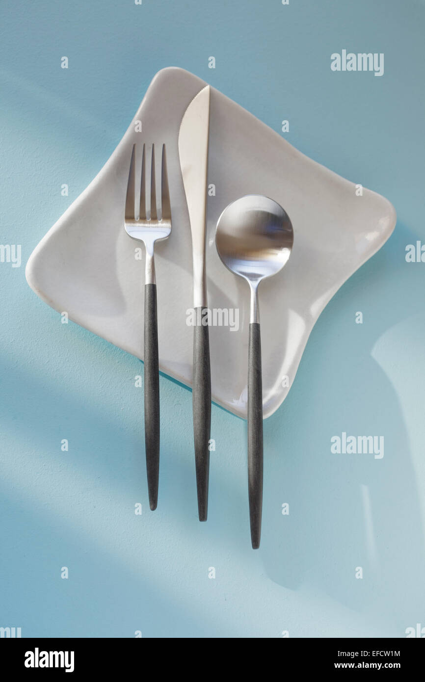 silverware on plate simple - Stock Image