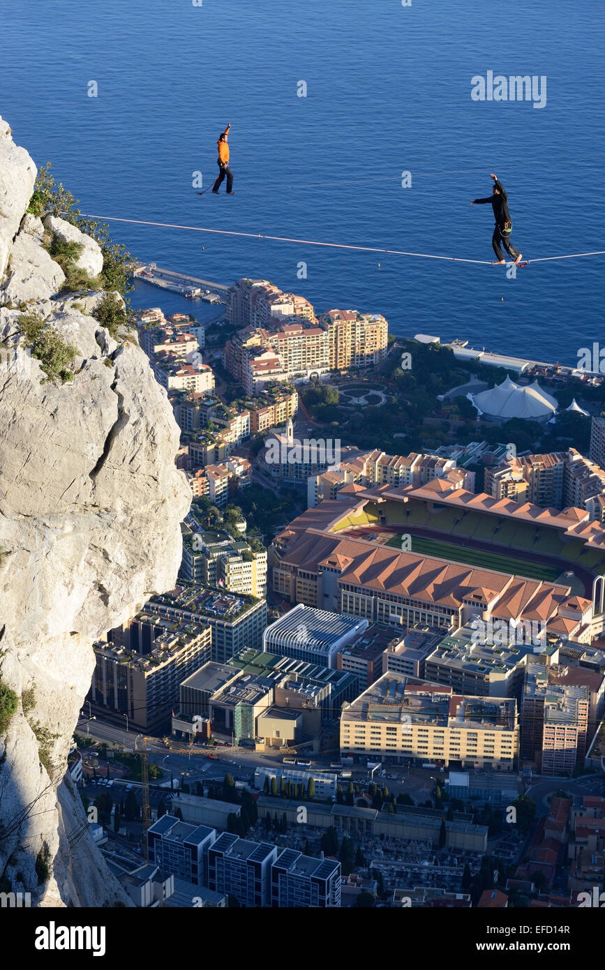 TWO MEN HIGHLINING (SLACKLINING) at an elevation of 550m amsl above the Fontvieille District in the Principality - Stock Image