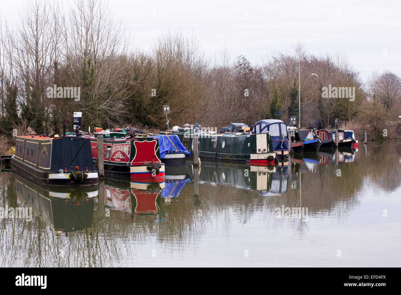 Barges moored at the top of Caen Hill locks, Devizes, Wiltshire - Stock Image