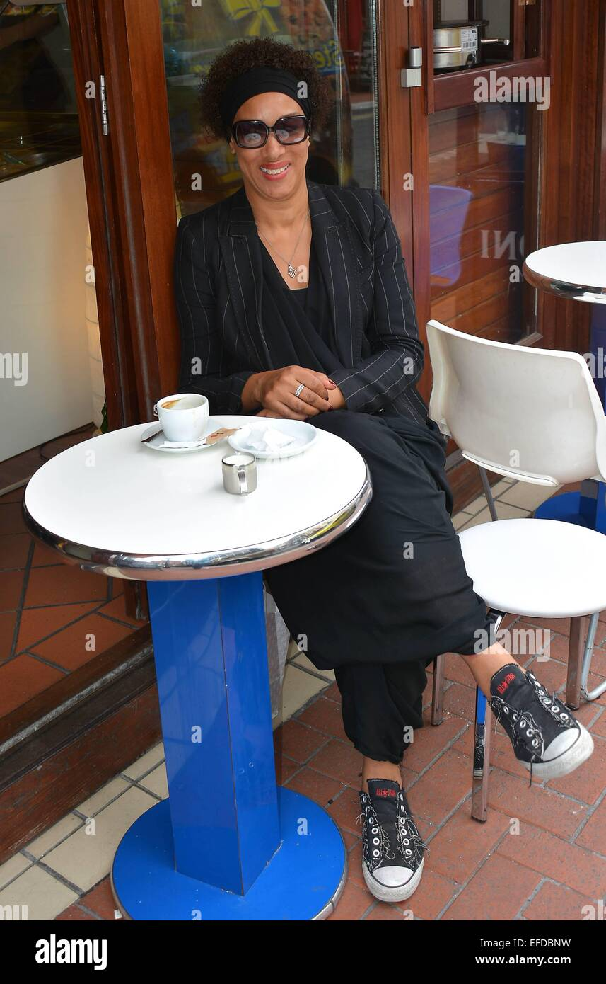 Kym Menzies Foster (celebrity make-up artist to Rihanna, Alicia Keys & Naomi Campbell) spotted having coffee - Stock Image