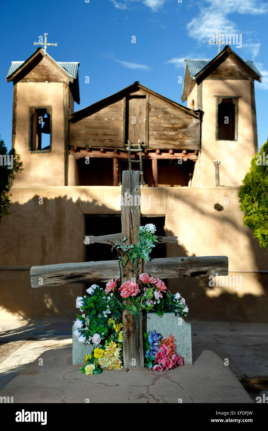 Courtyard wooden cross and Santuario de Chimayo, Chimayo, New Mexico USA - Stock Image